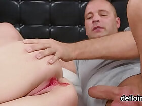 chick porn - Fervent chick gapes spread muff and gets devirginized