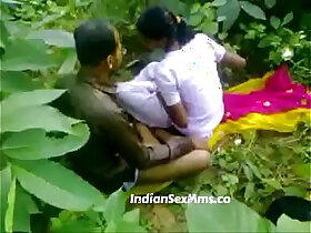 aunty porn - Young couple fucking whore in India forest new