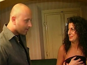 amateur porn - Hot amateur brunette fucked at home
