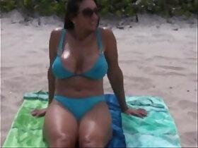beach porn - Milf hot exposed at the beach