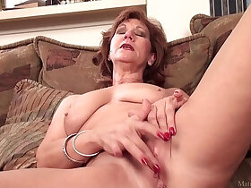 bald pussy porn - Mature mom Brook playing around with shaved pussy